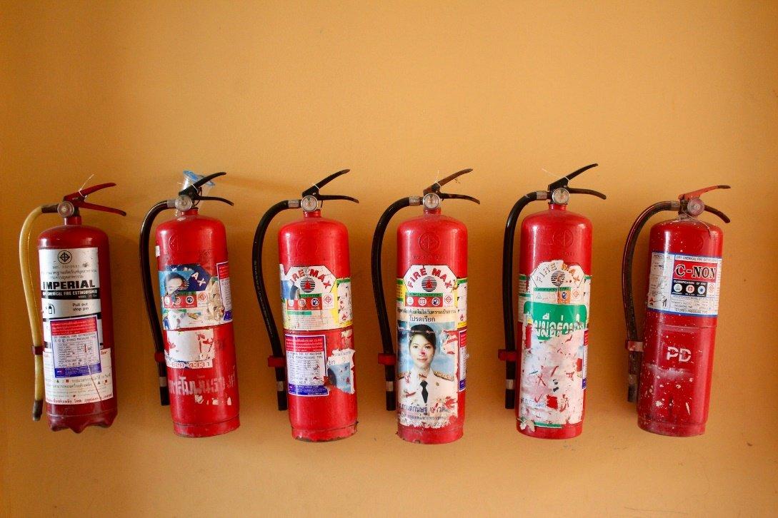 varios extintores